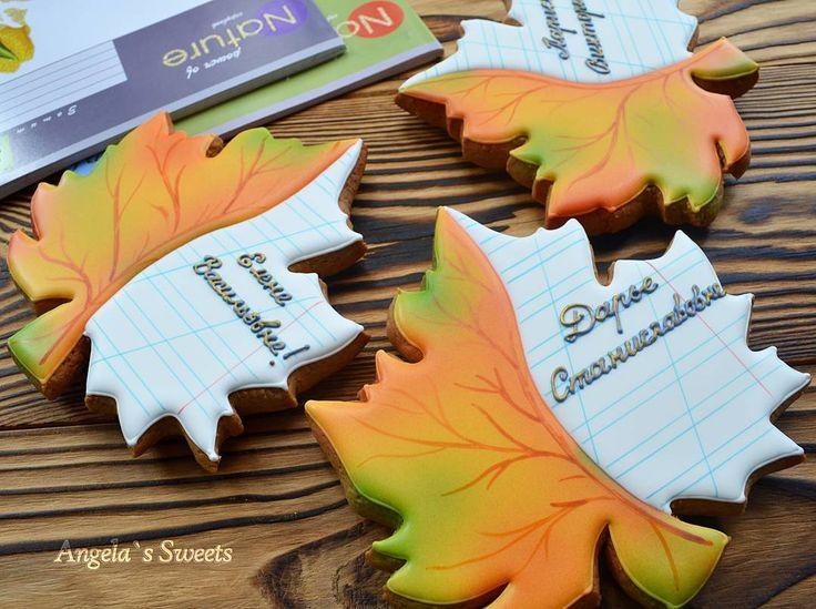 Подарочки учителям к 1 сентября #имбирныепряникиназаказ #пряникимелитополь#1сентября #пряникукраина #сладкийподарок #необычныеподарки #gingerbread #royalicingcookies #gift #angelassweets
