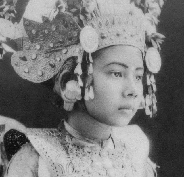 Balinese dancer with headdress