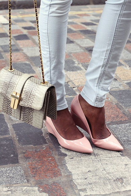 Pastel Pointy Wedges: Pastel, Bags Whit Pants Chic, Chic Bags, Adorable Shoes, White Pants, Pink Flats, Peaches Shoes, Accessories Bags, Blog