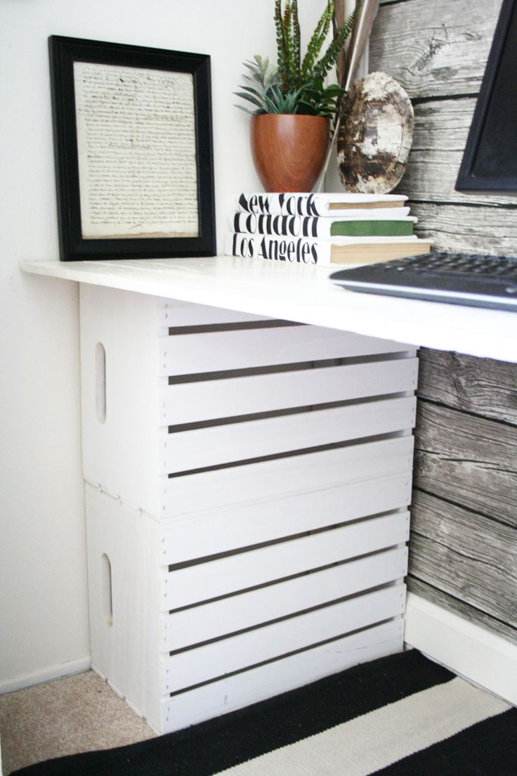 Love this use of crates as a support for a desk top. I would turn them out to use as shelf space.