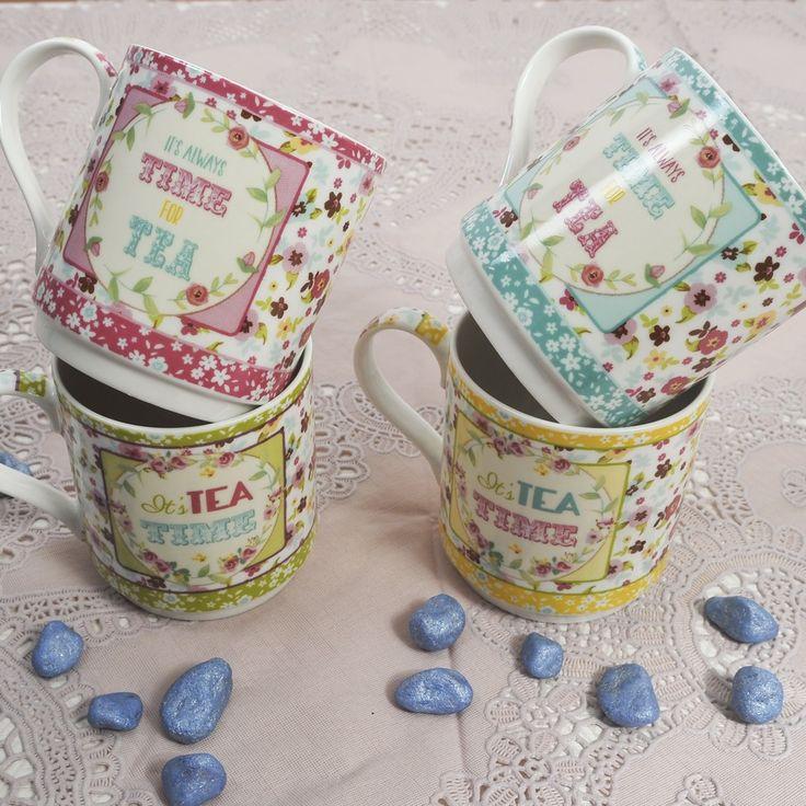Για τον καφέ, το τσάι, το κακάο,το γάλο, 4 κούπες floral, σε ροζ, γαλάζιο, πράσινο και κίτρινο χρώμα από φίνα πορσελάνη. Σε συσκευασία δώρου. Χωρητικότητα: 275ml