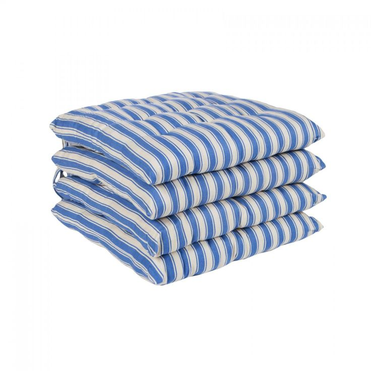 Featuring classic nautical shades ofcream and blue, the Marquee seat pad set is sureto add a casual coastal pop of colour to your room.  Perfect for spring and summer outdoor dining or thekitchen, these striped seat pads aresure to add comfort and style to any dining experi