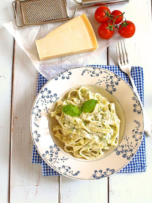 Zielone tagliatelle mocno brokułowe z delikatnym serowym akcentem