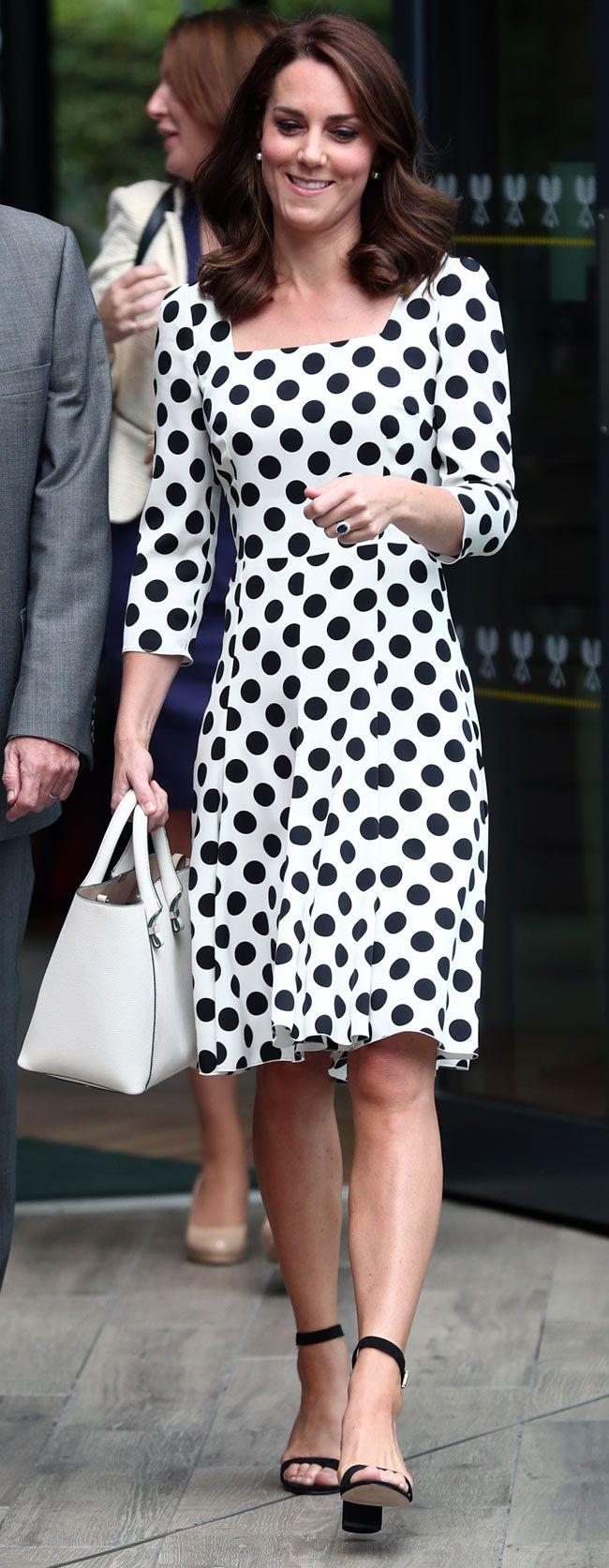 El pasado 29 de junio, en su anterior aparición pública, Kate lucía aún su clásica melena larga, peinado con un semirrecogido, con volumen en la nuca, y ondulada.