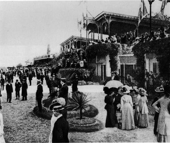 Vecchia Milano: Gran Premio ambrosiano di galoppo all'ippodromo di San Siro nel 1909 Milano Giorno e Notte - We Love You! www.milanogiornoenotte.com