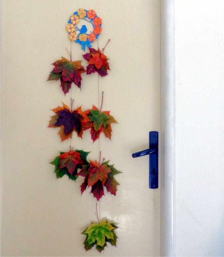 Holčičky uspořádaly podzimní dílničku, vytvořila jsem si u nich kytičku a závěs