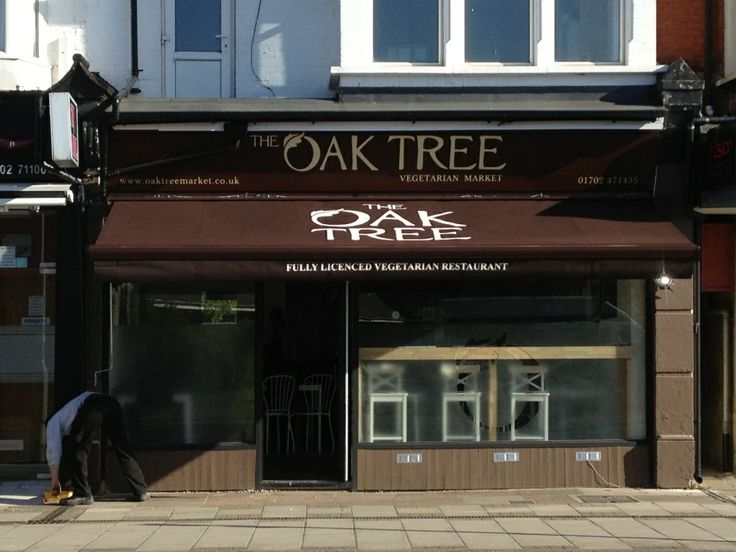 The Oak Tree Bistro, a vegetarian restaurant in Leigh On Sea, Essex, has had a brand new bespoke awning installed in the brand's colours, with their logo printed on the roof!
