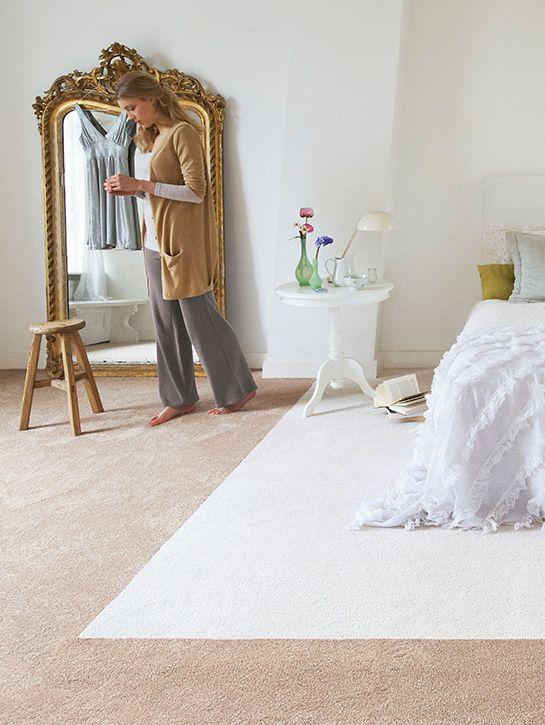 Interfloor - Essenza 168 Dit comfortabele tapijt is door het gebruik van zogenaamde Gentle Touch Yarn zeer zacht en uitermate prettig om op te lopen, waardoor onder andere zeer geschikt voor slaapvertrekken. Bestaande uit 14 zeer veelzijdig toe te passen glanzende kleuren, ontwikkeld door de beste Nederlandse kleurstylisten. Kom langs bij onze winkel in Rijswijk om de mogelijkheden te bekijken!