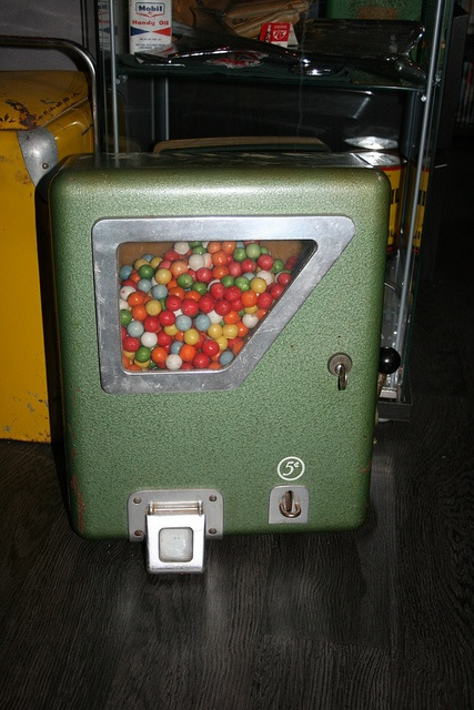 193 best GuMBaLL mAcHiNeS images on Pinterest | Gumball machine ...