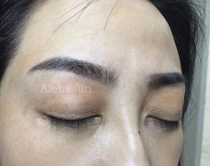 Sulam alis  #eyebrow #eyeliner #sulamliner #fulllips #sulambibir #mistybrow #feathringbrow #micro #eyebrow #selamalis #sulamkorean #aloha #semipermanentmakeup #mtsartmakeupasosiasi . . . ✔️Hal yang perlu diketahui setelah proses aplikasi sulam - Jangan meminum minuman beralkohol selama 4 hari - Jangan menggosok alis pada saat cuci muka (diperbolehkan kena air namun diminimalkan) - Harus mengoleskan salep di setiap pagi dan sore hari - Jangan beraktifitas yang terpapar kondisi basah seperti…