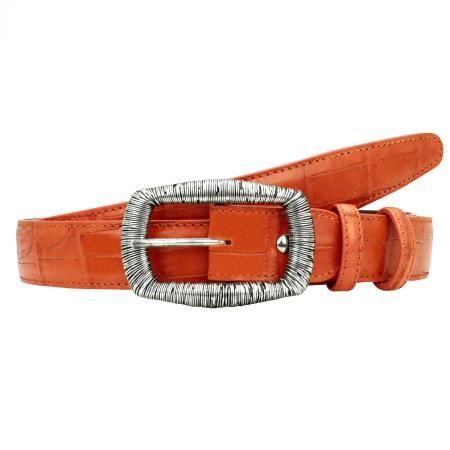 アリゲーターテールの代表作であるコーダファルカンシリーズ。ヴィヴィッドなカラーベルトは使うのに躊躇してしまいがちですが、腕時計ベルトやバッグとオレンジ色でアクセントをつける時は、このジニアオレンジベルトがお勧めです。※カラーベルトは臆病にならず積極的に使うことで、コーディネイトに差がつきます。