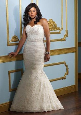 "Robe de mariée ""Emotion"" collection ""Jolies Formes"" http://www.robe-discount.com/achat-robe-de-mariee-pas-cher-grande-taille-sirene-387471.html Wedding dress plus size bridal dresses"
