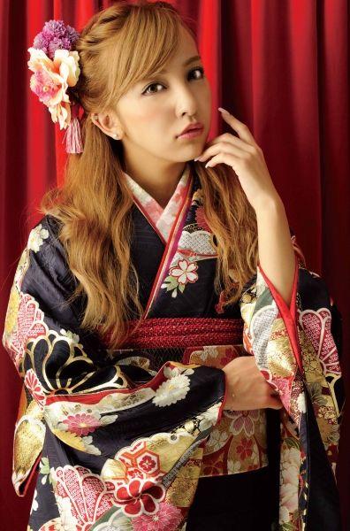 振袖BOOK「着たくなる日」巻頭モデル 板野 友美/青森県内BLANCHEのみ取扱い 画像1