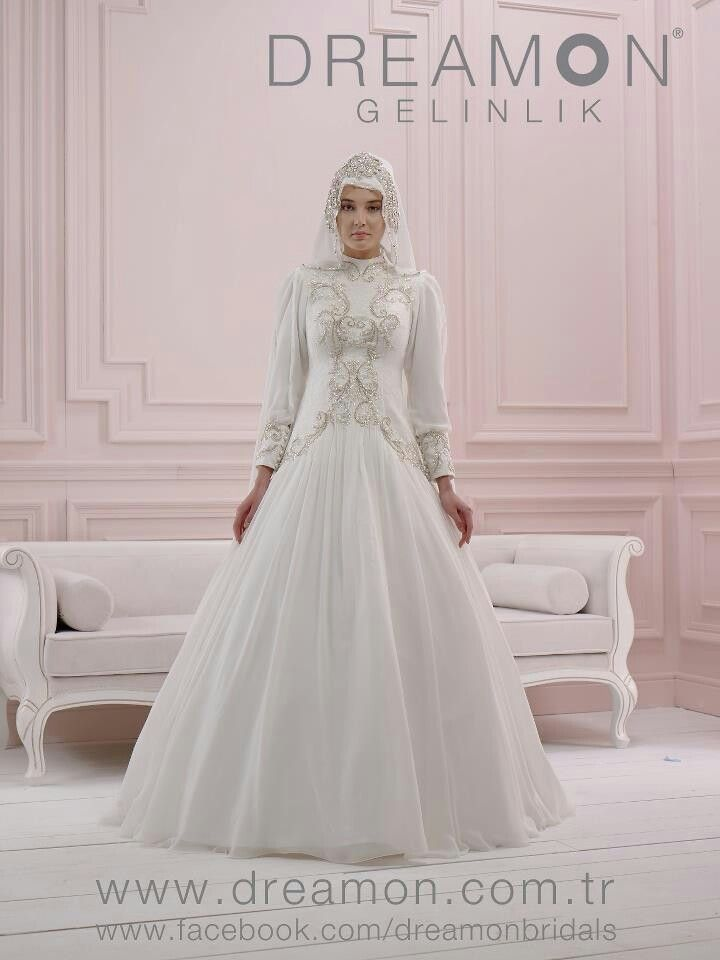the gown is simple, yet beautiful. I'm not talking abo the veil.#PerfectMuslimWedding.com