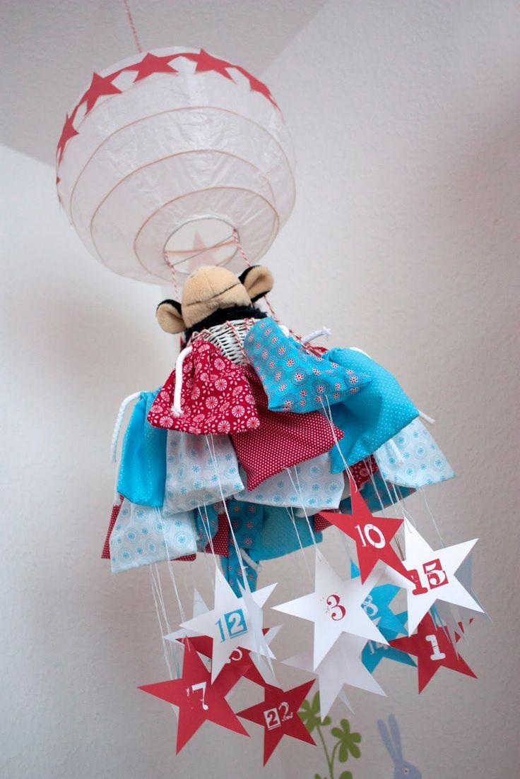Anschließend an meine kleine Adventskalender-Serie vom letzten Jahr hier eine neue Idee fürs Kinderzimmer: Ein einfacher Papier-Lampensc...