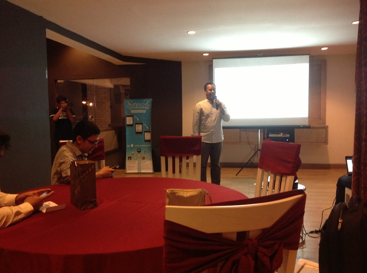 Founder @YotomoApp Mr. Wahyudi Presentasi #Yotomo2ndAnniversary