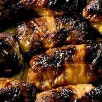 Recept på Kåldolmar. Enkelt och gott. Kåldolmar är en traditionell svensk rätt inspirerad av det Osmanska rikets vinlövsdolmar. Rätten består av köttfärs och grötris som är inlindat i ett vitkålsblad - i form av ett litet paket. Godast blir rätten om kålen får tid att mjukna ordentligt. För att få rätt smak på tillsätts lite sötma i form av sirap.