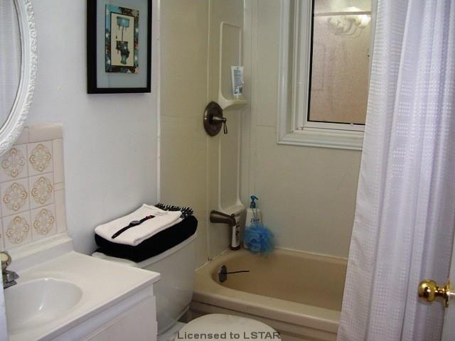 2+3 Bedroom, 2 Bathroom, on 60x132' Fenced Lot near Fanshawe College!