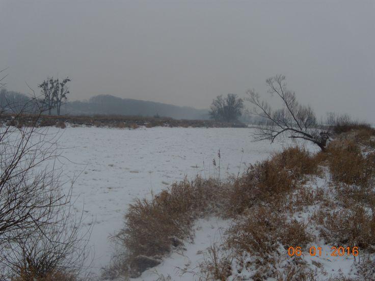 zima w pełni,rzeka Warta zamarzła