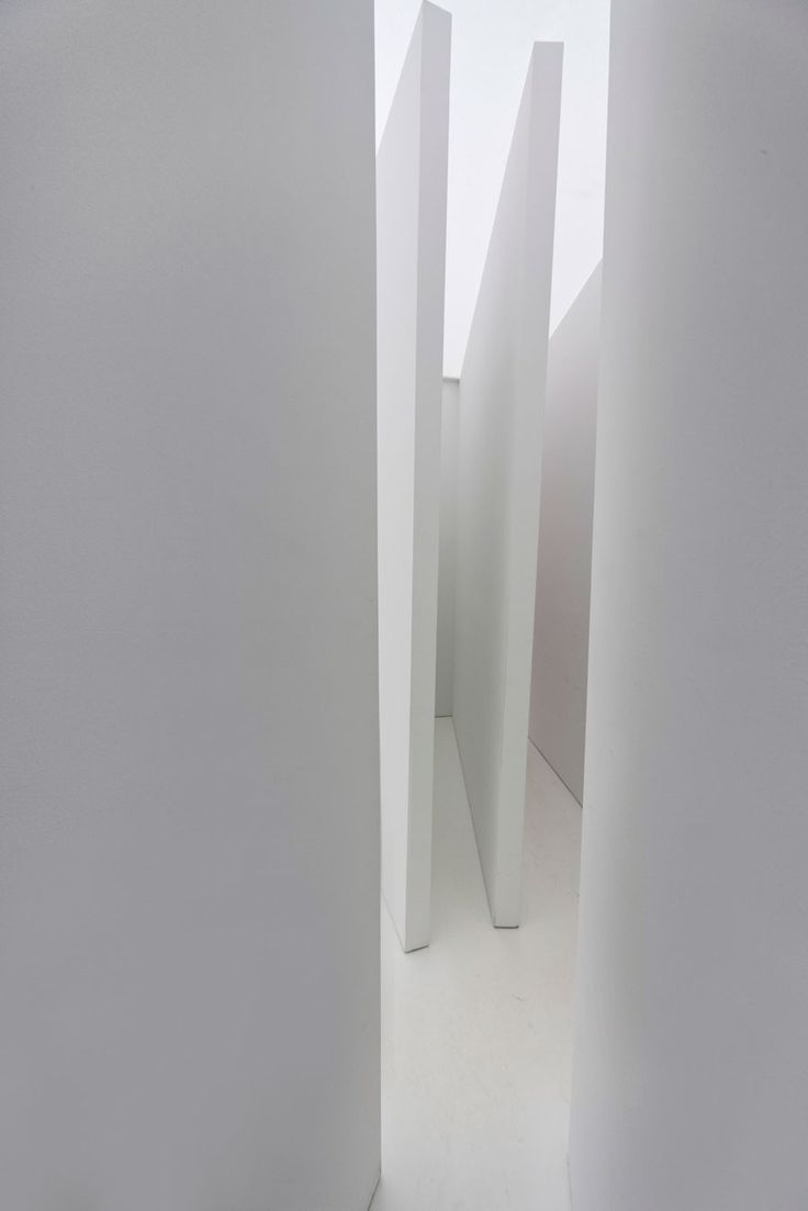 nicoonmars:  LUCIO FONTANA Ambienti Spaziali Installation view