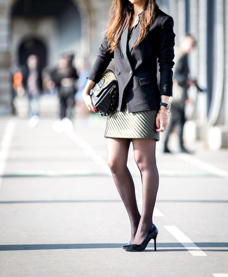elegant, fashionblogger, misterspex lunettes, parisblogger, tenues élégantes, trendyholyblog, workinggirllook, zara chaussures, blazer noir revers satin, chaussures à talons, chemise à perles, chemise noire, chemise noire chic, chemise The kooples, classy, coup de coeur, fashion, fashion look, fashion style, jupe kaki, jupe kaki boutons, jupe sandro, look printanier, look working girl, office wear, spring look, streetclassy, work style, work wear