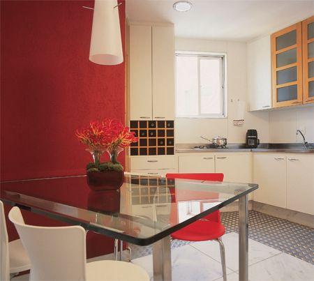 Chapa de inox rugoso no chão da cozinha