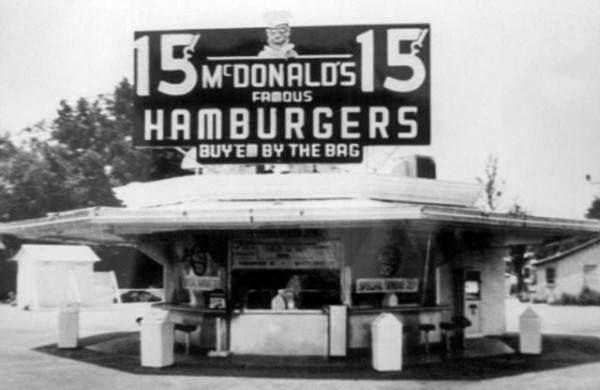 Hace 74 años, en San Bernardino, California, Richard y Maurice McDonald abrieron el primer restaurante McDonald's
