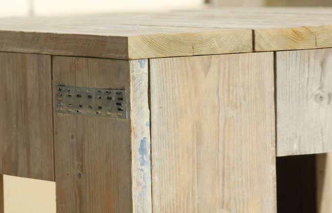 WITTEKIND verwendet für die edlen Lounge-, Terrassen-, Gastro- und Gartenmöbel ganz besonderes Holz mit einer außergewöhnlichen Geschichte. Dafür kommt ausschließlich gebrauchtes und lange abgewittertes Fichtenholz in Frage.