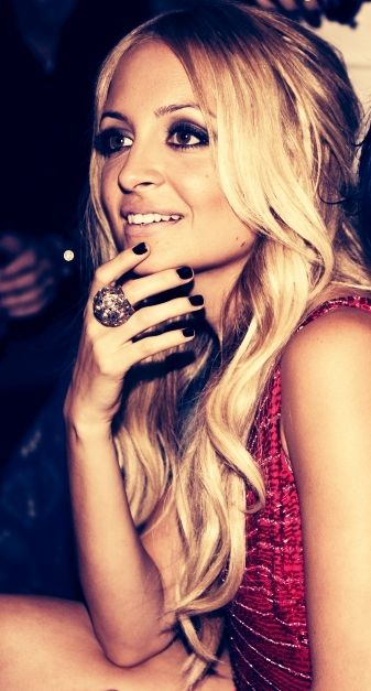 nicole richie: Girls Crushes, Nicole Richie, Hairmakeup, Beautiful, Nicolerichie, Hair Makeup, Style Icons, Black Nails, Smokey Eye