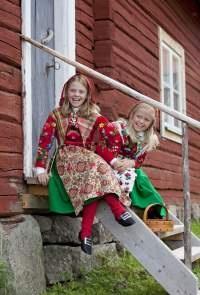 Flickor från Dala Floda, Dalarna.  Foto: Laila Durán