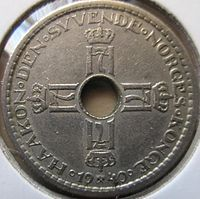 The obverse of a 1940 Norwegian krone. Coins with the H7 monogram were worn by Norwegian nationalists as jewellery during the occupation, and subsequently confiscated by German authorities.H7 was the monogram of the Norwegian head of state, King Haakon VII, who reigned from 1905 to 1957. When Germany invaded Norway in 1940 as a part of World War II, the royal family fled the country and Haakon VII later spearheaded the Norwegian resistance in-exile in the United Kingdom.