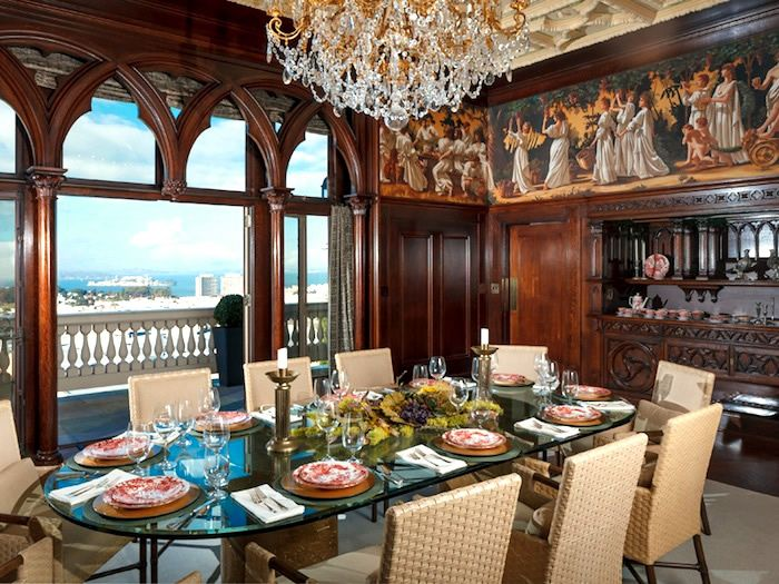 Glamorous And Luxurious Dining Room