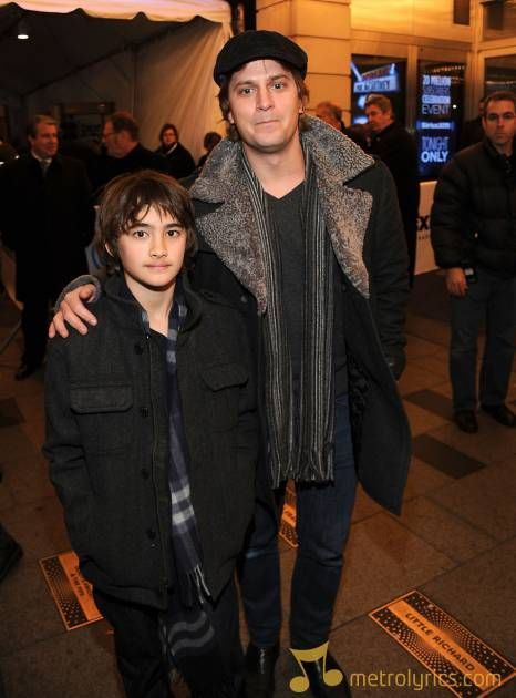 Rob Thomas with son Maison