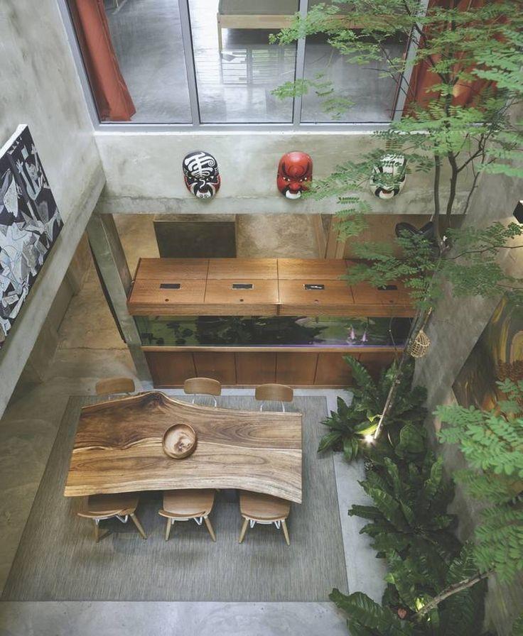 Detrás de una fachada convencional, un universo de verde, aire y luz