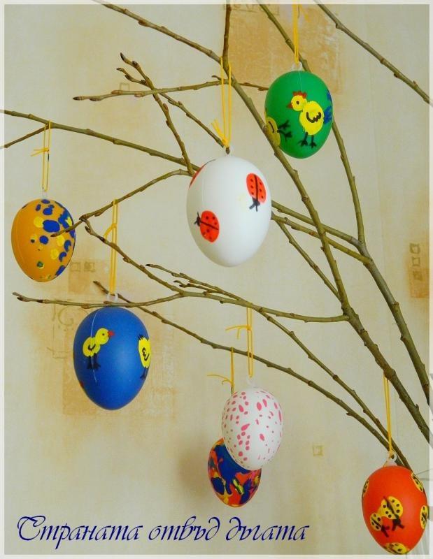 Decorazione di Pasqua di uova colorate - easter egg tree