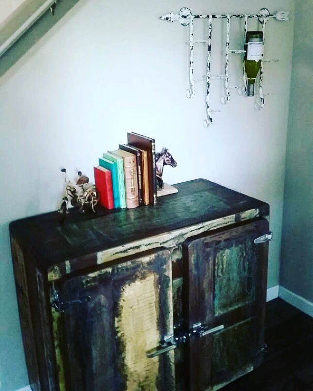 Thank you to Raph and Julie for sharing this photo of their new cabinet and wine rack. They look amazing together!