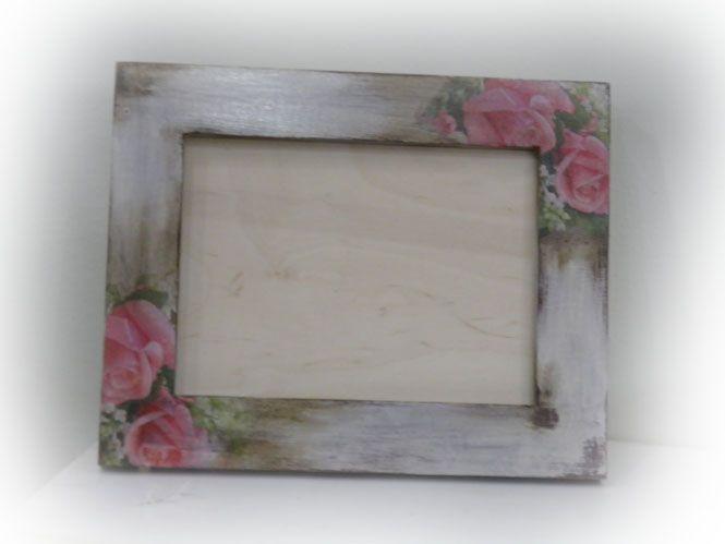 Kορνίζα με παλαίωση και ροζ τριαντάφυλλα, χειροποίητο με την τεχνική decoupage!