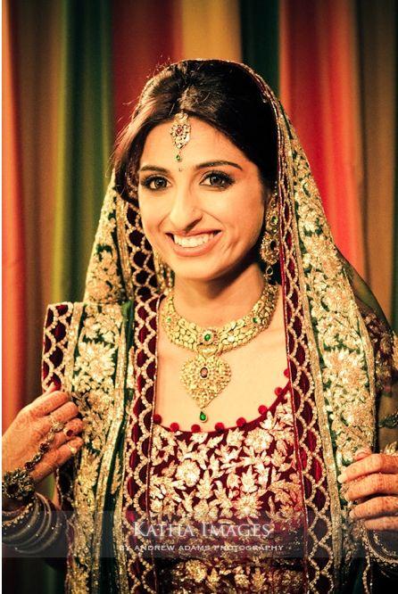 tikka and wedding necklace #gold #indian #shaadi #wedding #southasian #shaadi #belles | courtesy Katha Images | for more inspiration visit www.shaadibelles.com