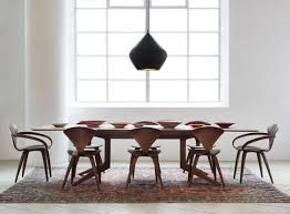 fauteuil cherner de norman cherner pour cherner chair we the light by tom dixon a walnut dining table by matthew hilton or au2026