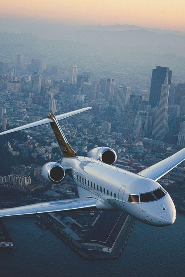 un vol avec votre jet privé dans les nuages