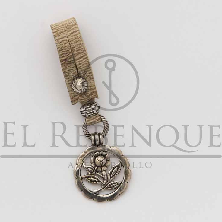 Llavero de cuero crudo con medalla