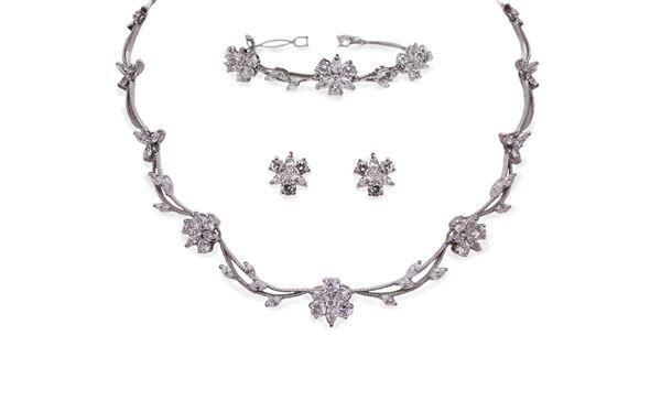 Beautiful bridal accessories @ Mia Sposa Huddersfield 01484421900