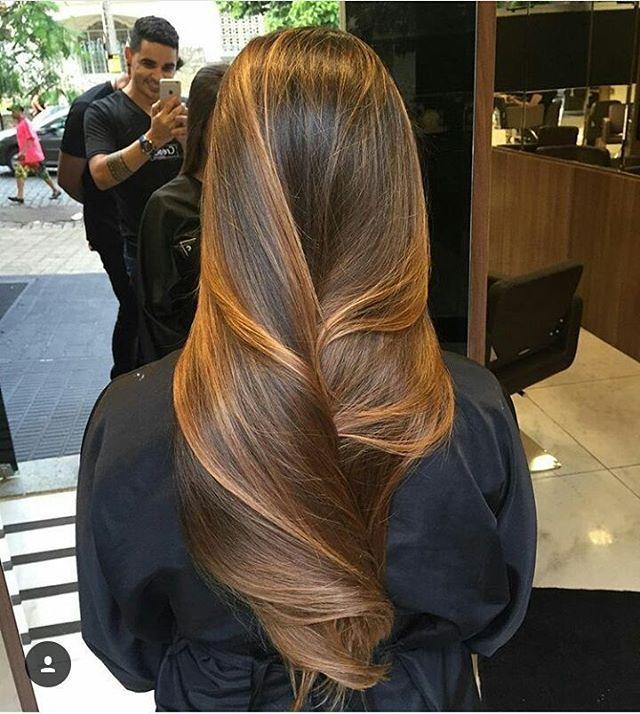 Morena tem o sonho de dar uma clareada nas madeixas??? Que tal começar com uma transformação sutil?... Hair magestoso feito pelo talentosíssimo @marciooliveira_oficial ❤❤ Você tem um lugar de destaque nas minhas inspirações..  #blond #beauty #hair #ombrehair #mechas #famous #famosa #diva #perfeita #matizador #platinado #perolado #beautysalon #divando #intensycolor #lecharme#morenastambem #morena #caju #castanho
