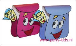 Voor deze Dora rugzak hebben we zelf werktekeningen gemaakt in verschillende kleuren. Ook een Diego rugzak. Print en knip uit en vul hem met iets lekkers.