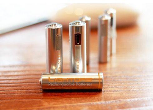 『LIGHTORS』は、既存の充電式乾電池のちょっとした不満を解消したアイデアグッズです。 microUSB端子を搭載したこちらの乾電池。これによって充電器がなくてもPC等を使って電池を充電することができます。 キーボードやマウスにワイヤレスタイプのものを使っている人は、特に重宝しそうですね(via Kickstarter)