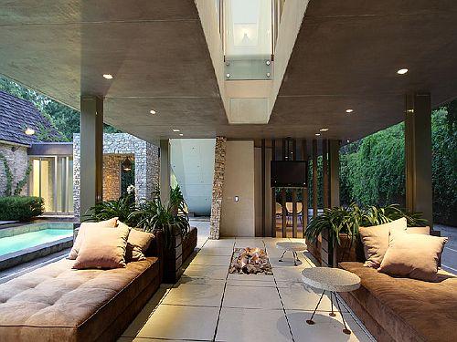 Modern Outdoor Lounge Area - Beautiful and Sleek!