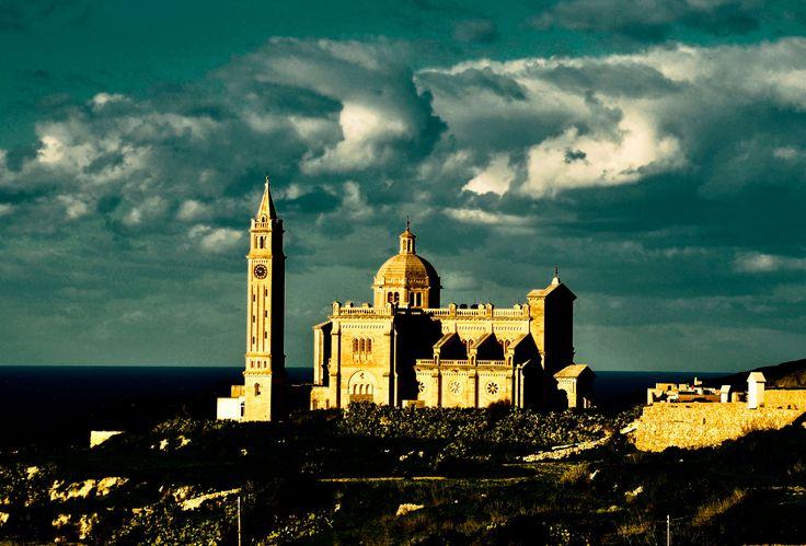 Kościół Ta' Pinu - kościół katolicki zlokalizowany w pobliżu miejscowości Għarb na Malcie. Należy do najważniejszych świątyń w kraju.