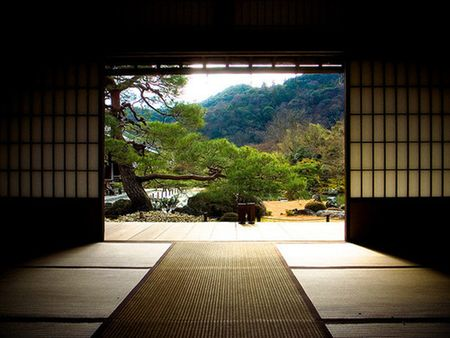The oriental themed room and open Japanese garden have a simple yet elegant style that is both minimalistic and beautiful. The earth tone colors and geometric patterns used in the space are often found in aikido dojos.