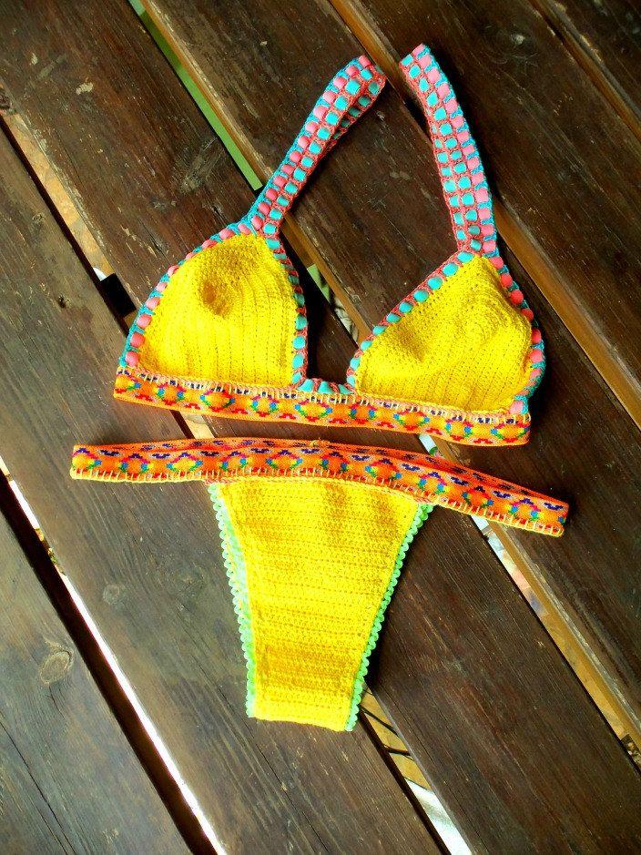 Bestel handgemaakte gehaakte bikini set aangebracht. Perfect voor het strand en de zomer mode-accessoires. Deze Braziliaans bikini gesneden geel is