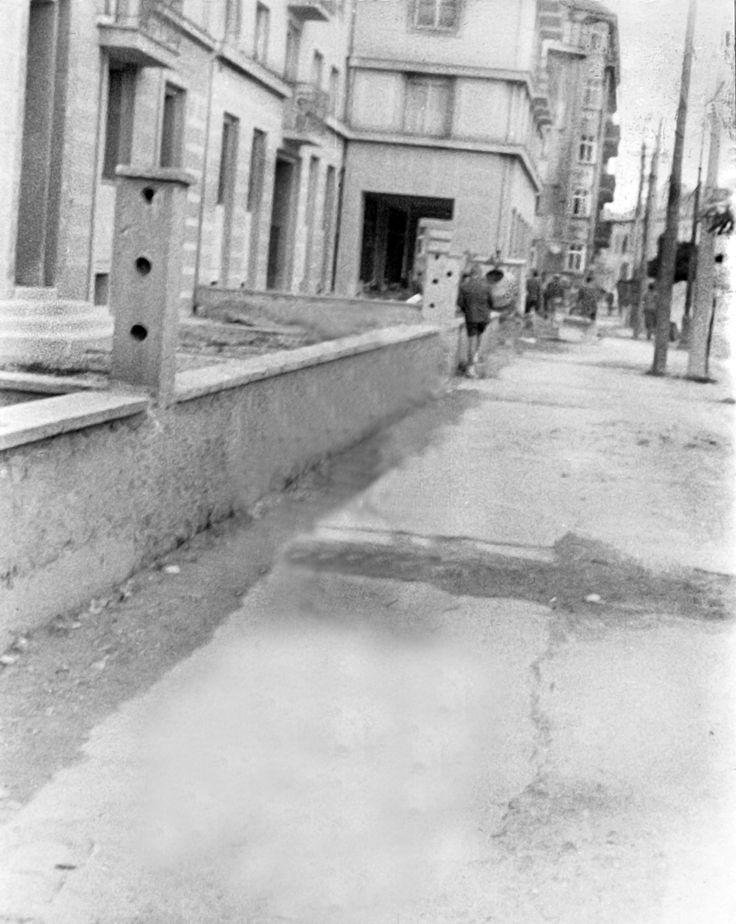 Račianske 1957, september - vzadu vidieť miešačku - dostavuje sa 7 poschoďák.  Scan je len z fotky, slabšia kvalita.
